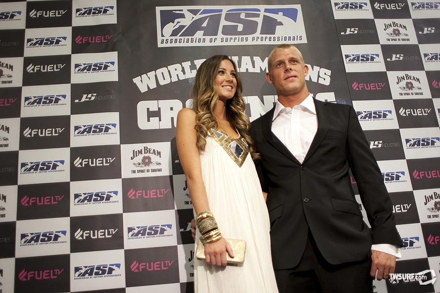 The man of the hour; 2009 ASP World Champion Mick Fanning with his wife Karissa. Photo: Reposar