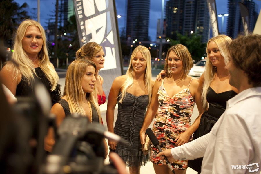 The lovely (and ripping) ladies of the ASP World Tour. Photo: Reposar