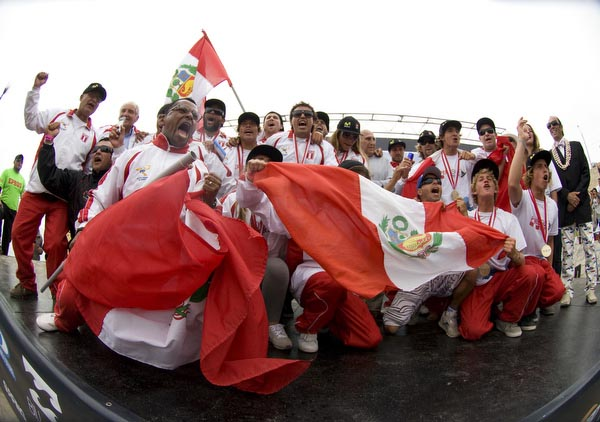 The Peruvian team erupts into cheer after winning the 2010 Billabong ISA World Surfing Games. Photo courtesy ISA