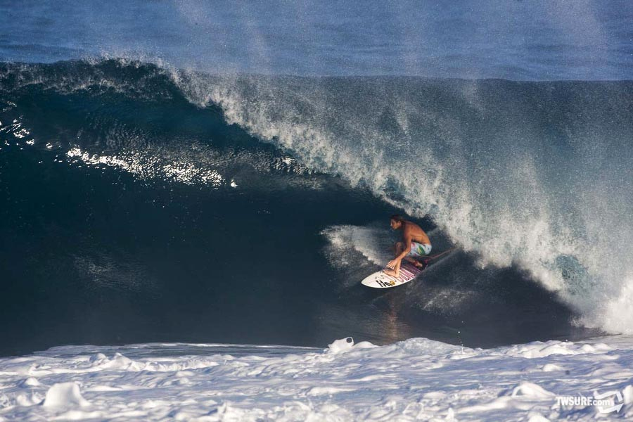 Before injuring his shoulder, Laurie Towner was having a stellar season on the North Shore. The jovial Aussie didn't let a bum wing keep him down and was spotted riding a 9'6