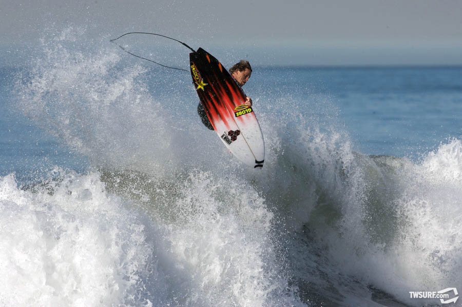 A Yadin Nicol gets all West Oz in Central Cal. Photo: Bill Sharp